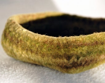 Topiary Whirlcatcher- handspun wool bowl or container or dish or catchall