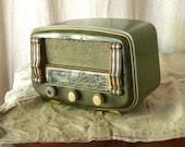 Vintage French radio retro decor