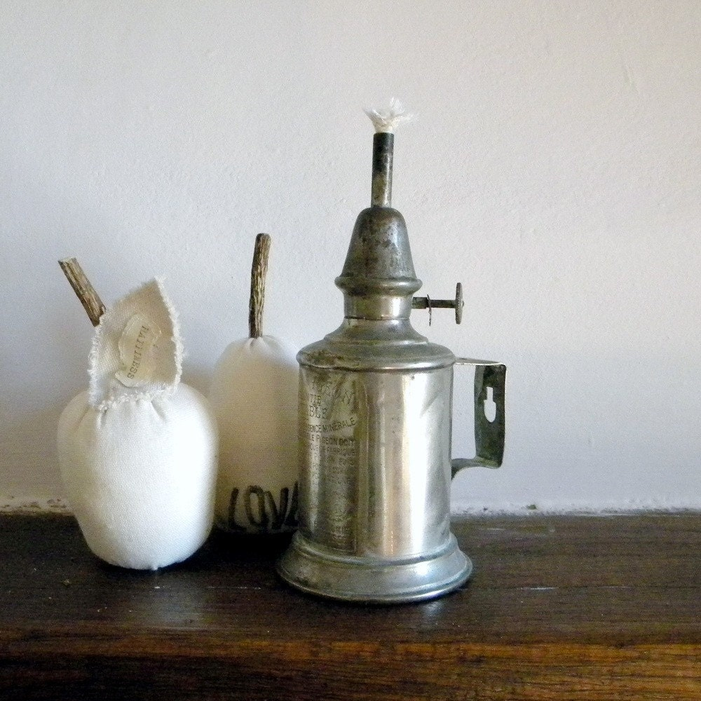 SALE Vintage French Country Pigeon Lamp