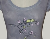 Kitty Blossom on Scoop Neck T Shirt in Blue Grey