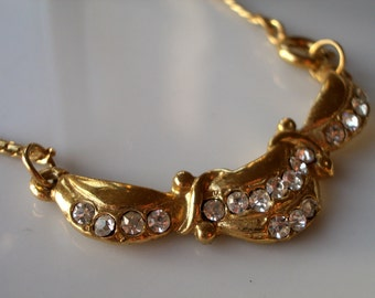 Vintage pendant - a gold swag ribbon style with diamente