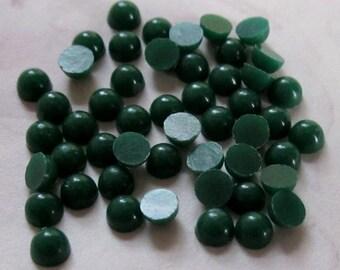 150 pcs. vintage green plastic cabochons 3mm - f2658
