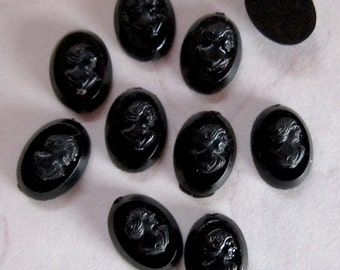 30 pcs. vintage tiny black plastic cameo cabochons 8x6mm - f2682