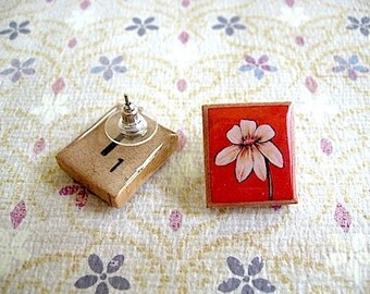 Beige Flower Earrings  - Vintage Scrabble Letter Tiles Stud Earrings//  Scrabble Earrings - flower studs