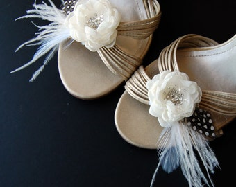 Wedding Shoe Clips, Ivory Feather Shoe Accessories, Bridal Feather Shoe Clips, Wedding Accessories, Special Occasion - Fluttering Charm