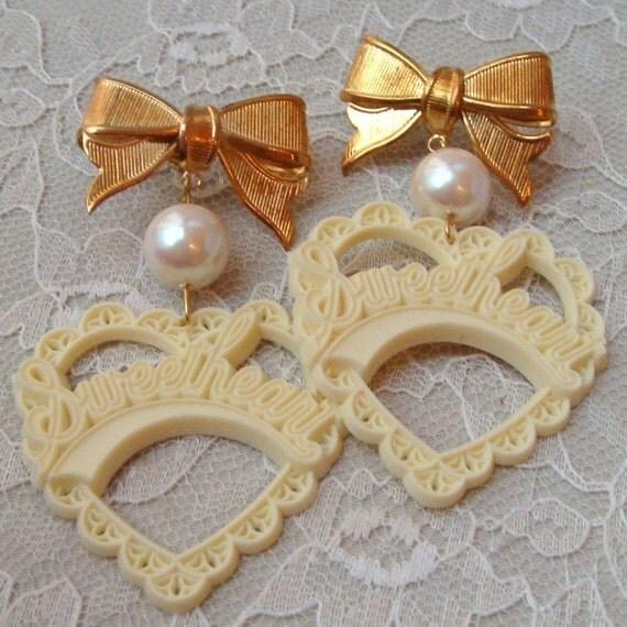 Cream Sweetheart Earrings