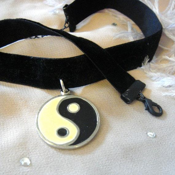 Yin Yang Black Velvet Choker
