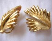 Trifari  Goldtone Feather Leaf Wing Earrings Clip On - E40