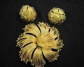 """Vintage Monet """"Cordelia"""" Gold Plated Brooch & Pierced Earrings Demi . Book Piece"""