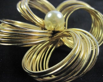 Large Vintage Faux Pearl Gold tone Wire Loop Brooch Pin
