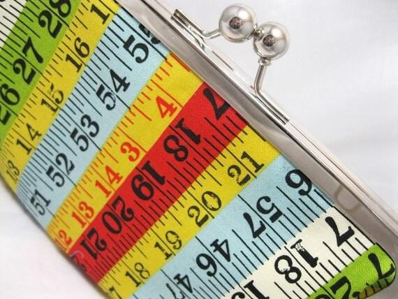Coupon Organizer Purse Measure up