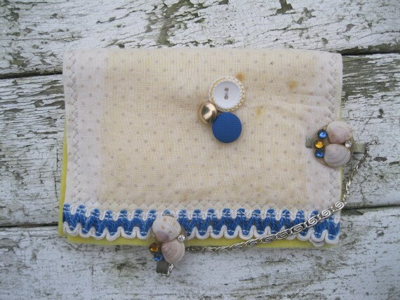 VINTAGE LiNEN KEEPSAKE POUCH with shells