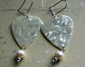 Take Your Pick Earrings - Ivory