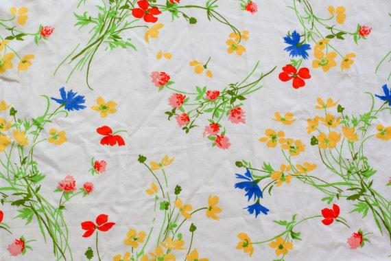 Vintage Sheet Fat Quarter - Primary Floral