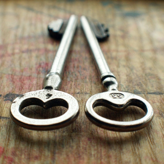 Twin Peaks Large Antique Skeleton Key Duo // SALE 10% Off Coupon Code SAVE10