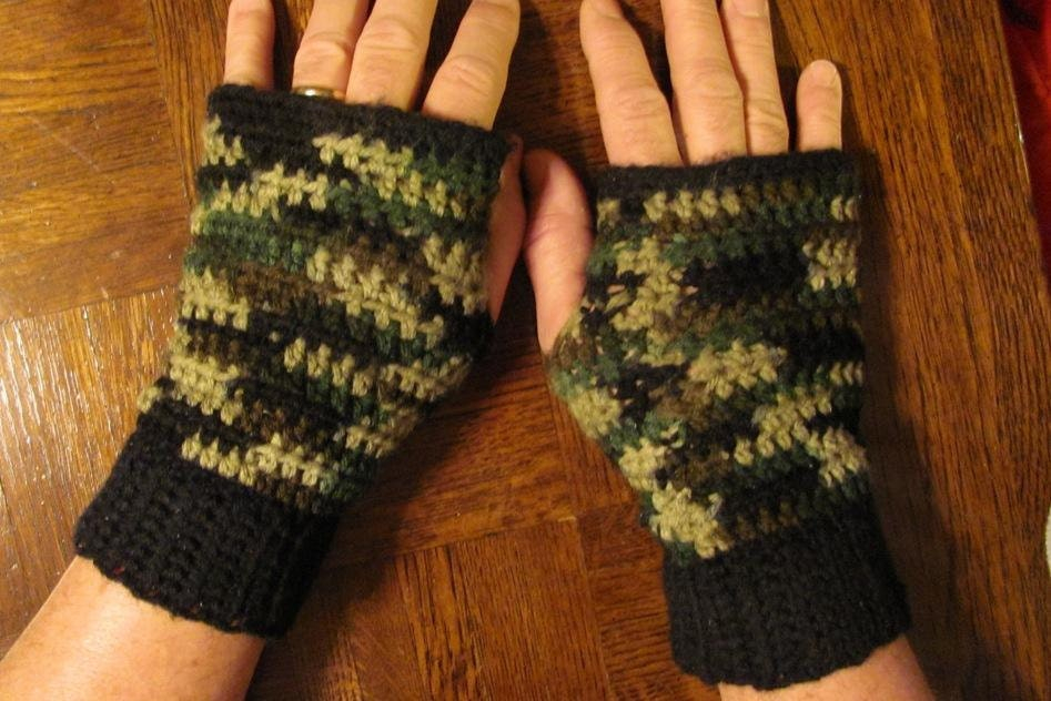 Knitting Pattern For Hunting Mittens : Crochet Fingerless Mens Camo Winter Gloves by cottagecrafts