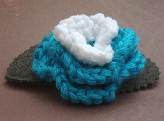 Crocheted Rose Barrette - Turquoise and White (SWG-HB-ZZ03)