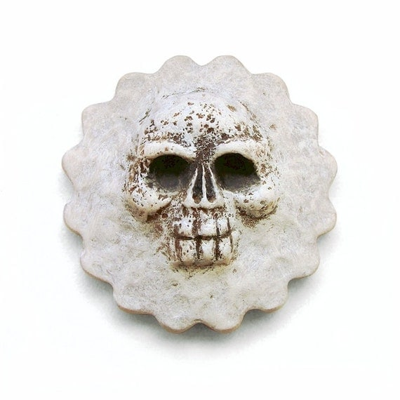 Skull Bone Skeleton Art Face Cab Rockabilly Day of the Dead Spooky Dia De Los Muertos Round Scalloped Pale White Halloween 2292 polymer clay
