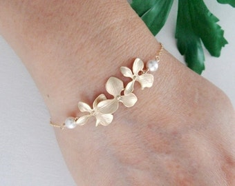 Trio Orchid Flower and White pearls GOLD Fill bracelet, Bridal, Simple wedding jewelry, Bridesmaids gifts, Mother's Dainty Bracelet