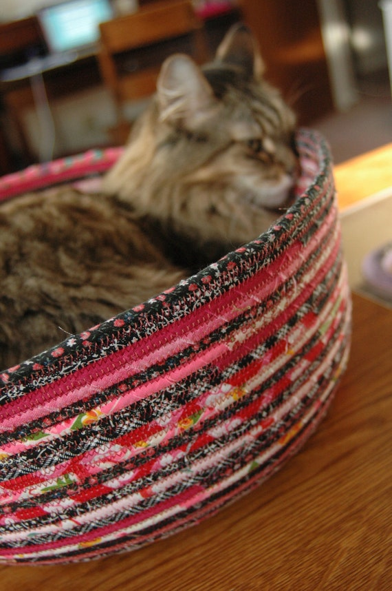 Cuddly cat snuggle bed - Hot Pink and Black - Rocker kitty