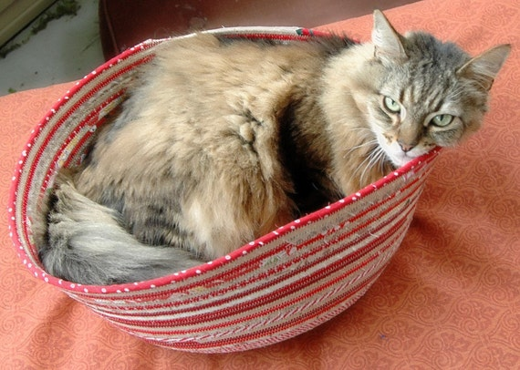 Cuddly cat snuggle bed -Reds and tans