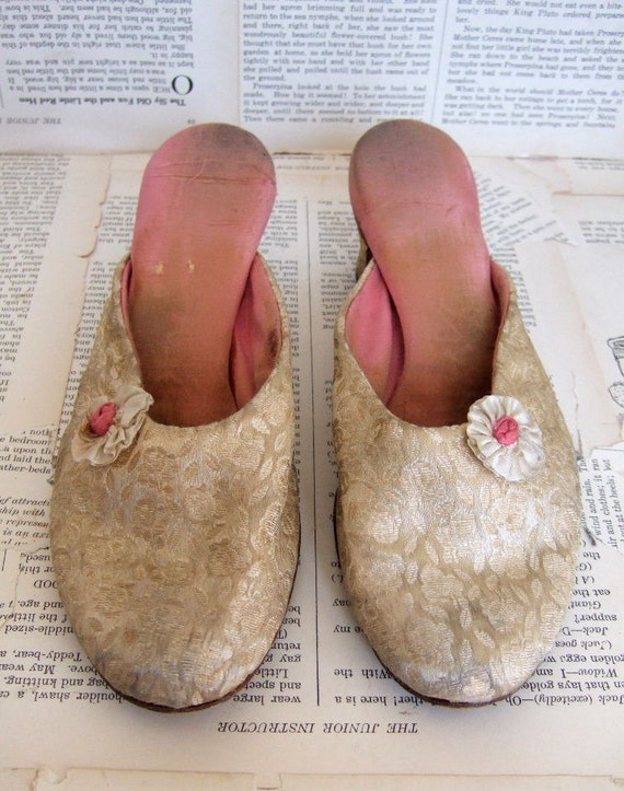 VINTAGE Snug lers Womens FABRIC Slippers by the U S Rubber Company
