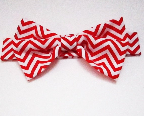 Dog Bow Tie: Chevron red