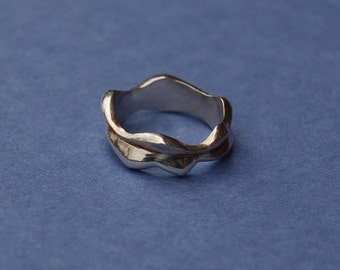 Two Waves White Gold Wedding Band