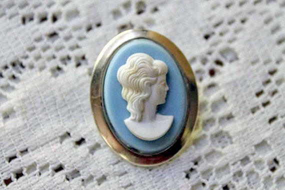 CLEARANCE Vintage Cameo Pin Brooch, Cream Blue Gold