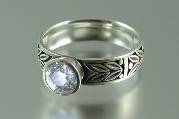 SACRED LAUREL 14k ring with White Sapphire