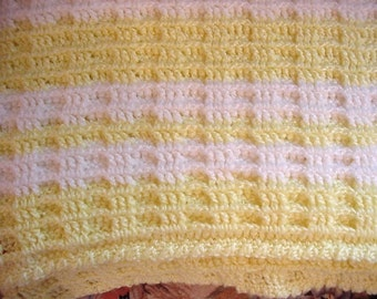 Crocheted Yellow and White Baby Blanket Afghan BB04-07A Waffle Stitch
