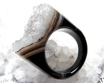 Size 7, Dahlia- Petite, Banded Agate & Gray Quartz Crystal Druzy Ring, Carved Gemstone