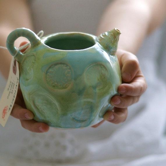 single serving teapot ,creamer  (celery green )