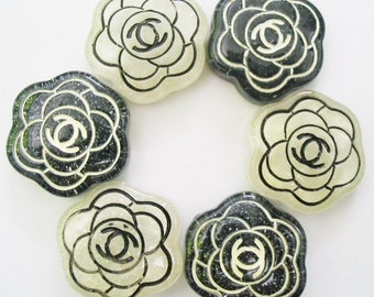 12 pcs. of black and white Camelia cab 24 mm.