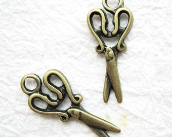 10 pcs of  tiny charms - Antique brass vintage scissors charm