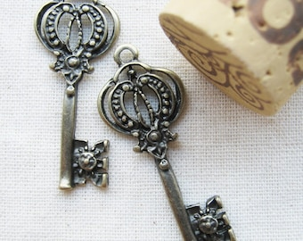10 pcs of  tiny charms - Antique brass vintage key charm