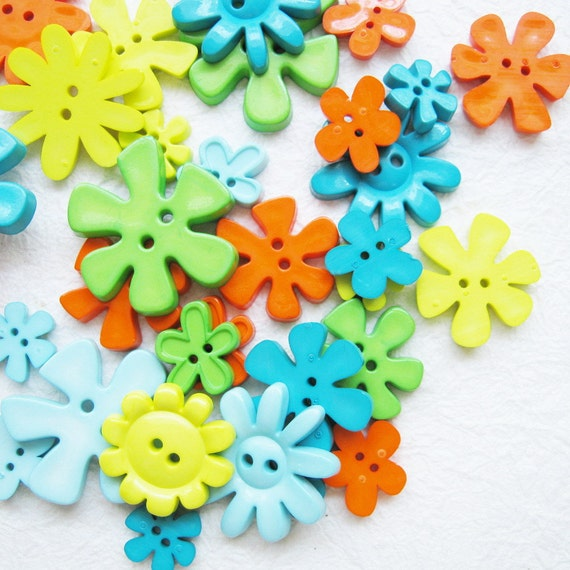 30 pcs 2 hole flower buttons assorted size and color 11 - 40 mm. Set 8