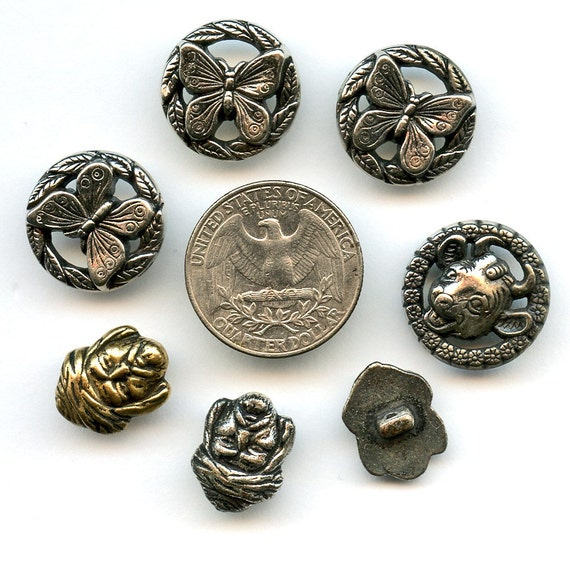 1940s BUTTONS Realistics GOOFIES 7  Very Nice Vintage Silver Metalized Plastic PICTURE  7022