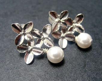 Bridal Silver Wildflowers with Pearls Stud Earrings // Silver Flower Posts // White Swarovski Pearls // Bridal Earrings under 20