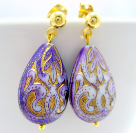 CLEARANCE - Earrings . Vintage Petite Lilac Lace Drops
