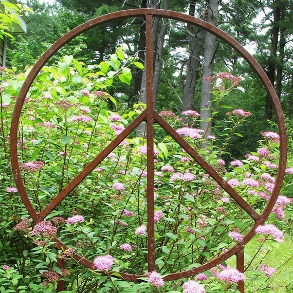 22 Inch Diameter Garden Peace Sign Sculpture