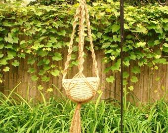 macrame plant hanger Wendy