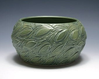 Green Bowl with Leaf Carving