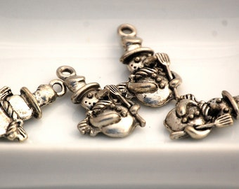 14x24mm Carrot Nose Pewter Snowman Charms (2) CAF6