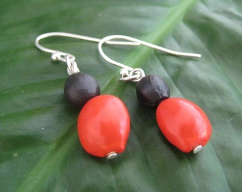 Revolucion - red and black seed earrings