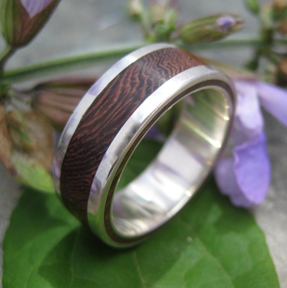 Lados Nacascolo - wood ring with recycled sterling silver
