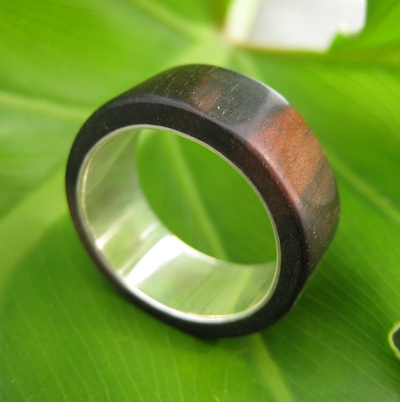 Tronco - handcarved nambaro wood ring with sterling band