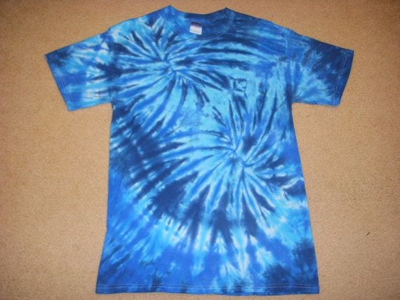 M tie dye tshirt rainbw blue fireworks, medium