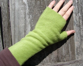Wrist Warmers, Fingerless gloves, GREEN, washable, soft fleece