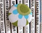 daisy button badge